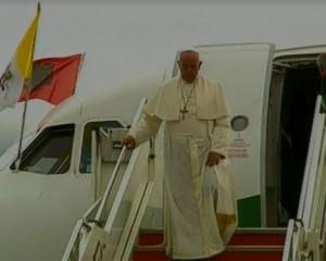 Papa Françesku mbërrin në Shqipëri