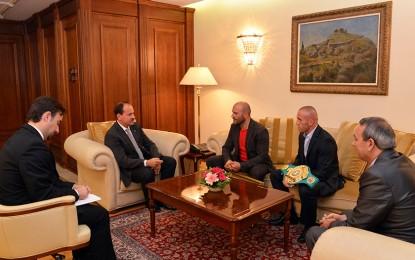Presidenti Nishani pret në takim vëllezërit Keta