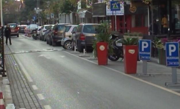 Zaptimi i parkingjeve publike në Tiranë, Policia Bashkiake dorëzohet përpara shkelësve të ligjit