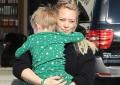 Hilary Duff shëtit me djalin e përgjumur