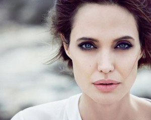 Kanceri i gjirit, Angelina Jolie frymëzon femrat