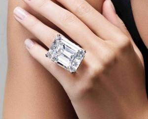 Shitet për 22 mln dollarë diamanti i rrallë