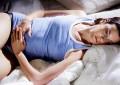 Si të lehtësoni dhimbjet menstruale në mënyrë natyrale