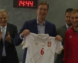 Vuçiç takon ekipin serb