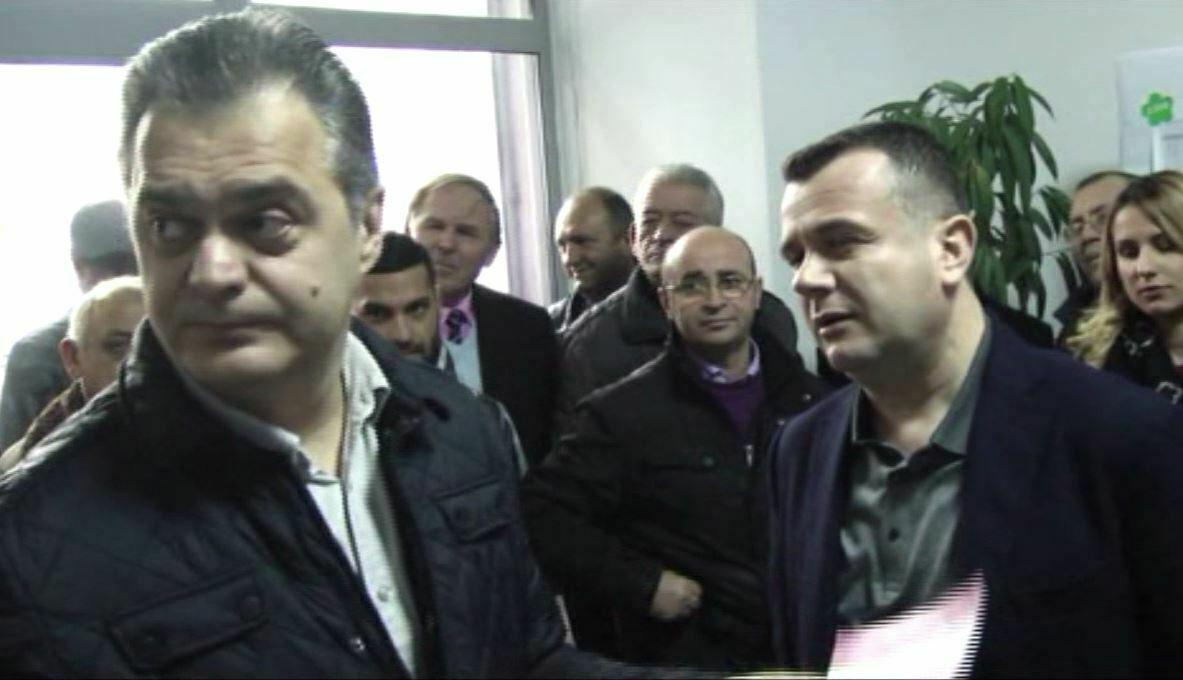 Debate mes socialisteve te Elbasanit replika mes Ben Blushit dhe Taulant Balles
