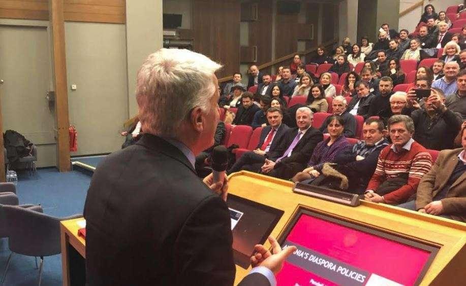 Ministri Majko pranë shqiptarëve të Londrës