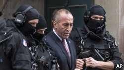 Veteranët me protestë, mbështesin Haradinajn