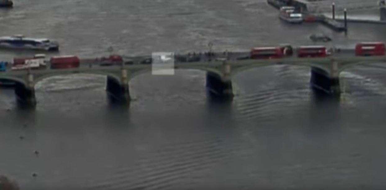 Video  Gruaja hidhet nga ura për t i shpëtuar vdekjes
