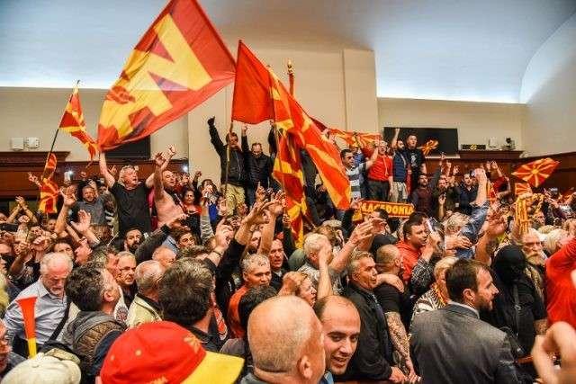 """""""5000 persona sulmuan Kuvendin e Maqedonisë"""""""