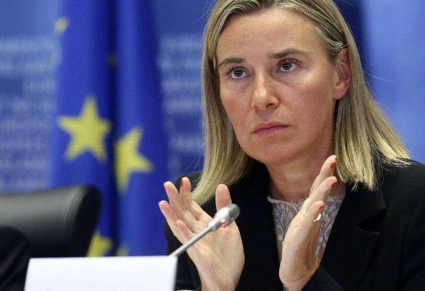 Brukseli dënon ashpër dhunën në Parlamentin maqedonas