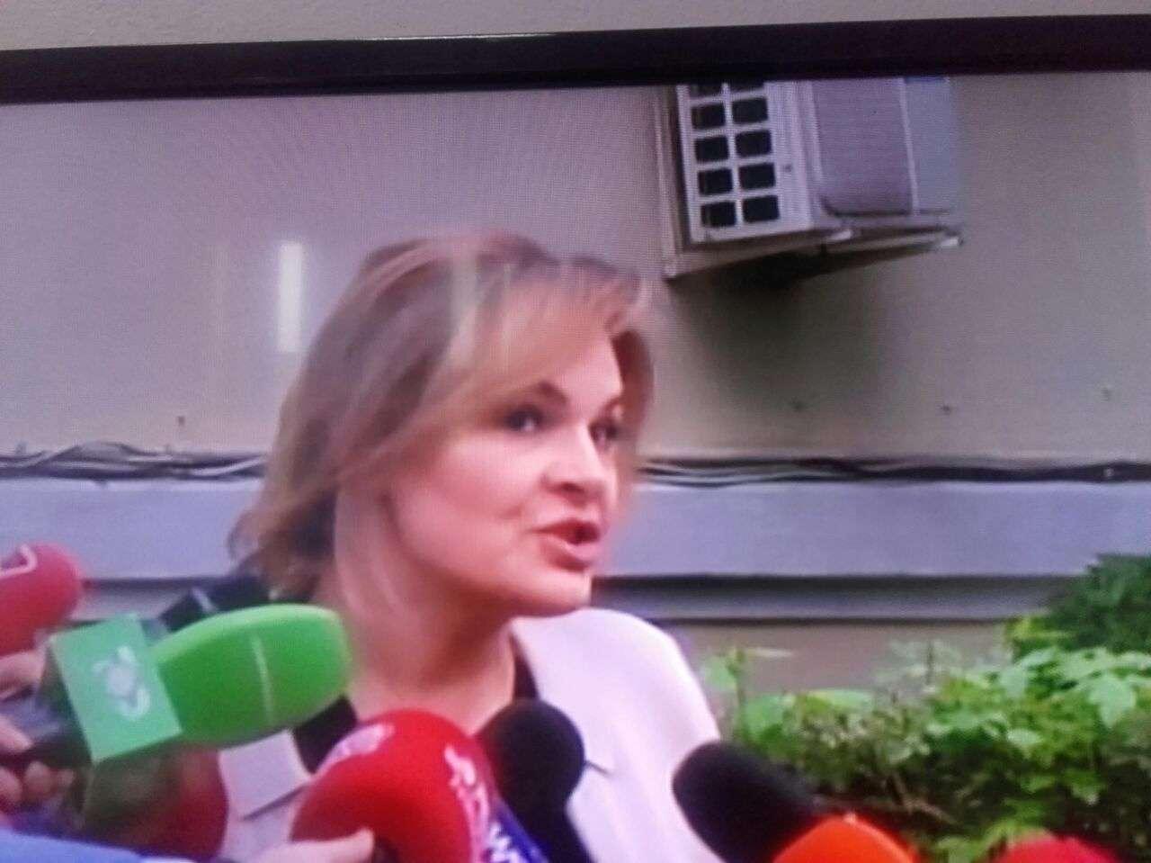 Kryemadhi përgjigjet nëse do lerë mandatin pas zgjedhjes së Metës…