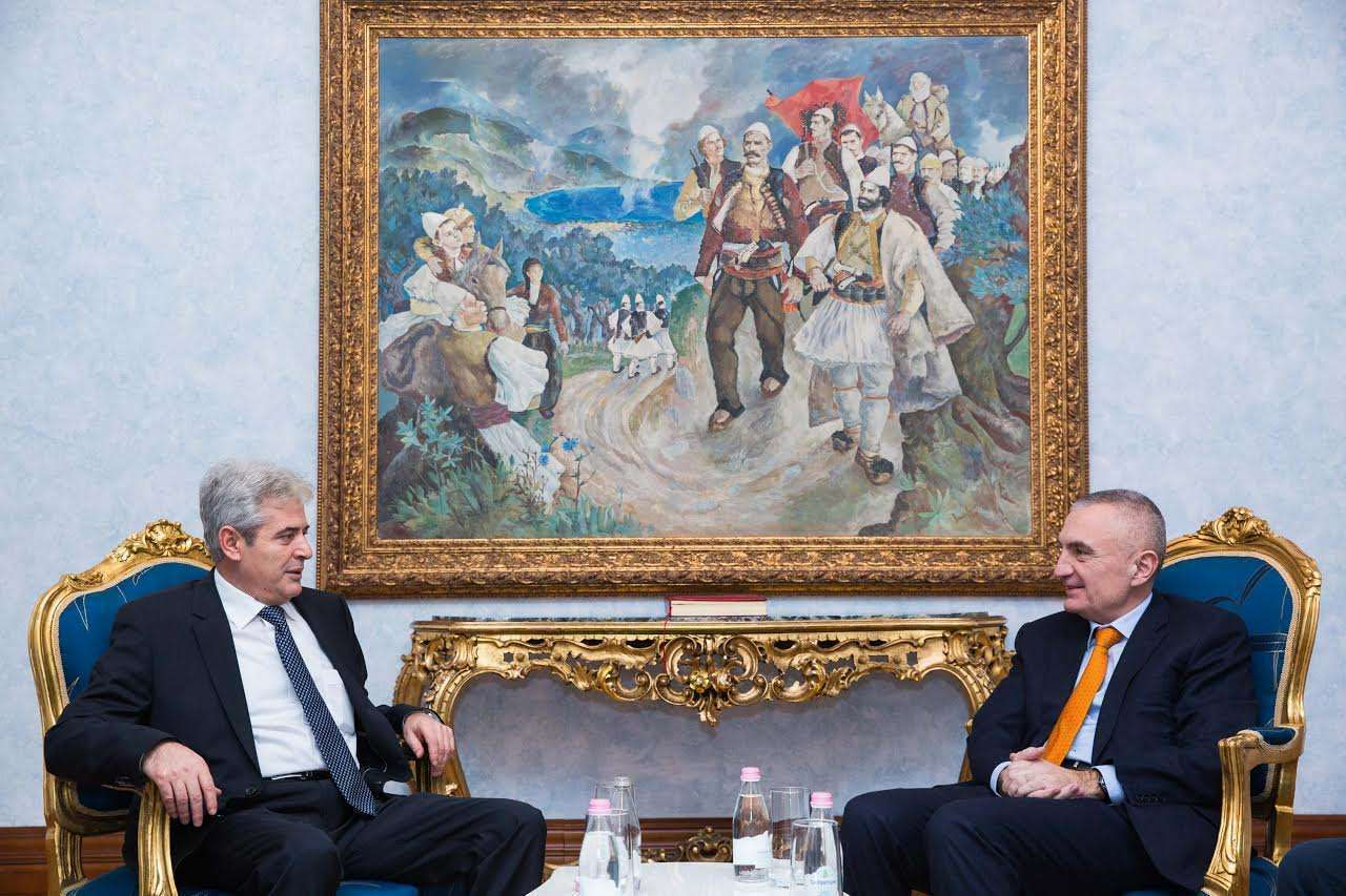Ali Ahmeti uron Presidentin Meta