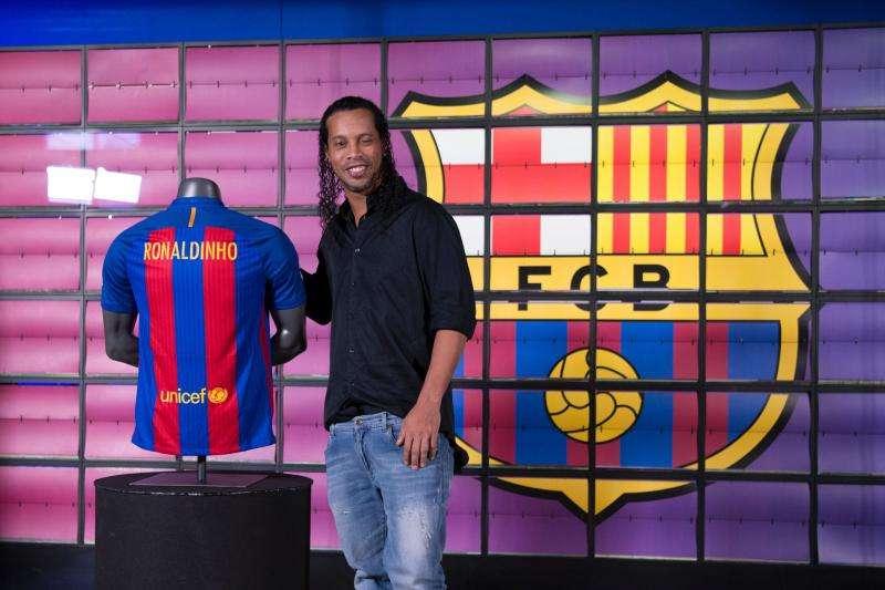 Barcelona fiton edhe me veteranët