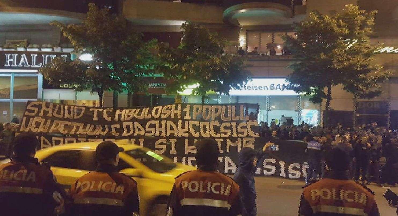 Protestë kundër Refik Halilit