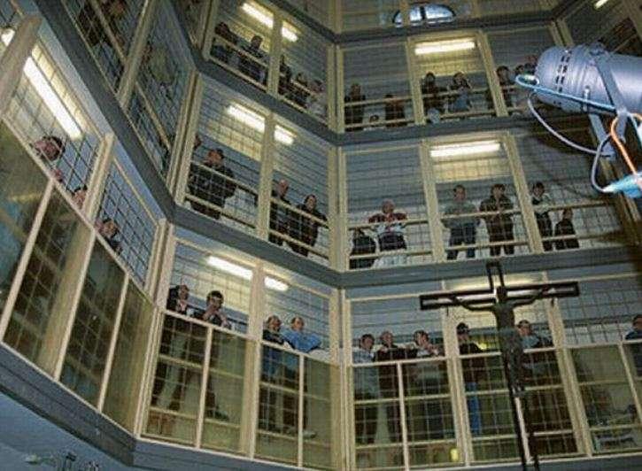 Të burgosurit shqiptarë i venë zjarrin qelisë