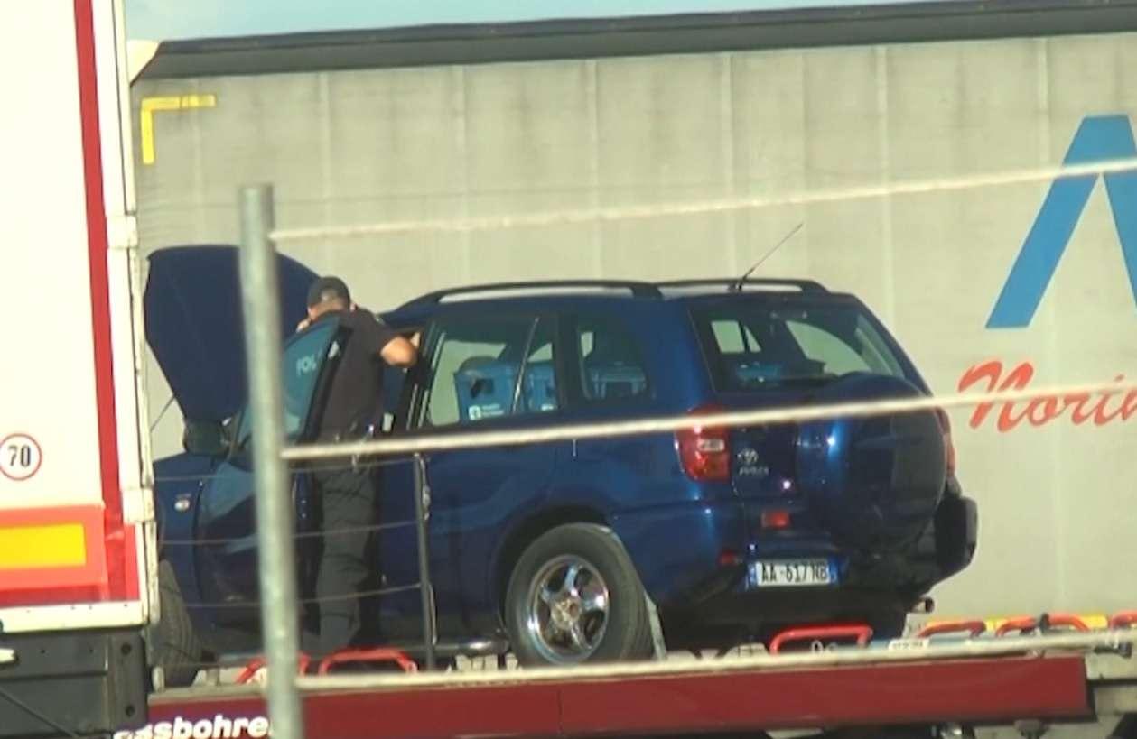Foto: Toyota me Eurot në portin e Durrësit
