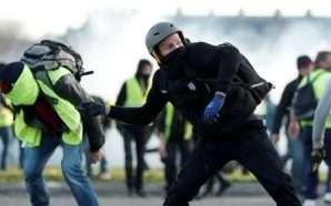 Protestuesit sulmojnë filozofin
