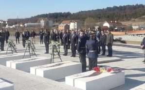 Kosovë, krerët e shtetit homazhe te varrezat e familjes Jashari