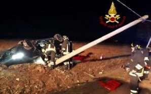 Makina përplaset me shtyllën e betonit, vdes 19-vjeçari shqiptar në…