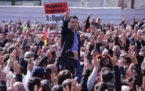 Protesta, opozita dorëzon mandatet