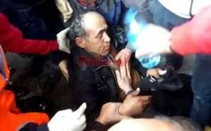 Protestuesit i bie të fikët mbi skelë (Video)