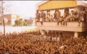 Largimi masiv i shqiptarëve në Korrik të 1990-s (Video-Arkiv)