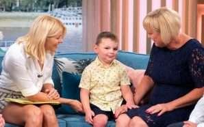 Humbi këmbët, pasi u tortura nga prindërit