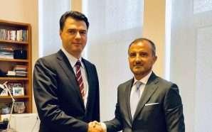 Ambasadori i BE takohet me Lulzim Bashën