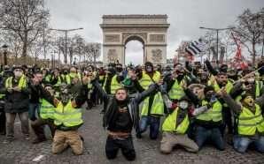 """Policia franceze ndalon """"jelekët e verdhë"""" të protestojnë pranë Notre…"""