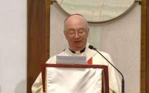 Katolikët kremtojnë festën e Pashkëve