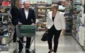 Pasi njoftoi dorëheqjen, Kryeministrja del për pazar (Foto)