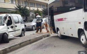 Autobusi i nxënësve përplaset me një makinë