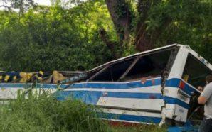 Aksidentohet autobusi, të paktën 18 viktima