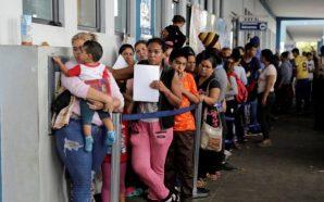 Emigrim i venezueljanëve, kushtet ekonomike dhe politika i largojnë nga…