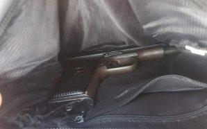 I armatosur me pistoletë, pranga 25-vjeçarit
