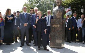 Përurohet busti i Albright në Prishtinë