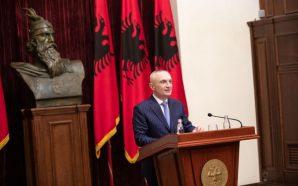 Presidenti insiston për dialog: Nuk është momenti për prova force