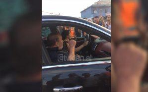 """Fotolajm/ Fatos Nano kalon mes protestuesve të """"Astirit"""""""