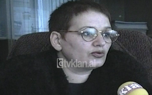Prefektja Makbule Çeço sqaron akuzat nga sindikatat (03 Nëntor 1998)