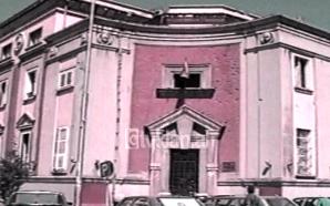 Bashkia Tiranë e përçarë për Kushtetutën (07 Nëntor 1998)