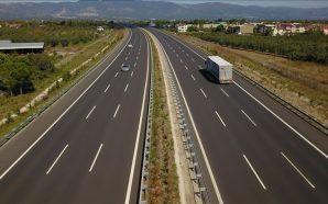 Vala e nxehtë imponon kufizim shpejtësie në autostradë