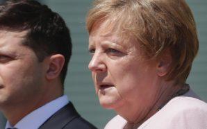 Çfarë po ndodh me Merkel? Kancelarja gjermane dridhet në takimin…