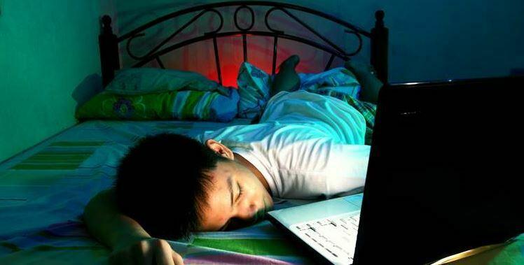 Qëndrimi zgjuar deri natën vonë dhe ndikimi i tij tek adoleshentët