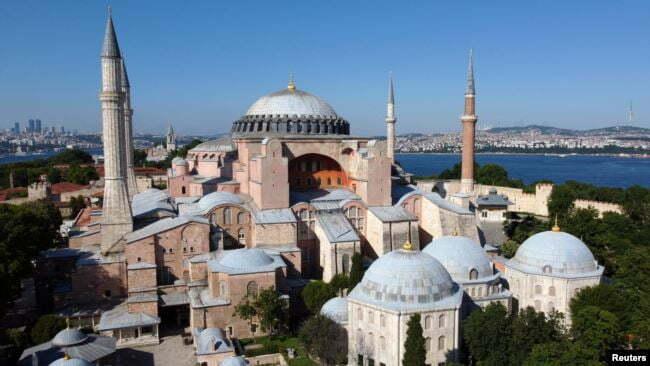 Shën Sofia do të shndërrohet në xhami