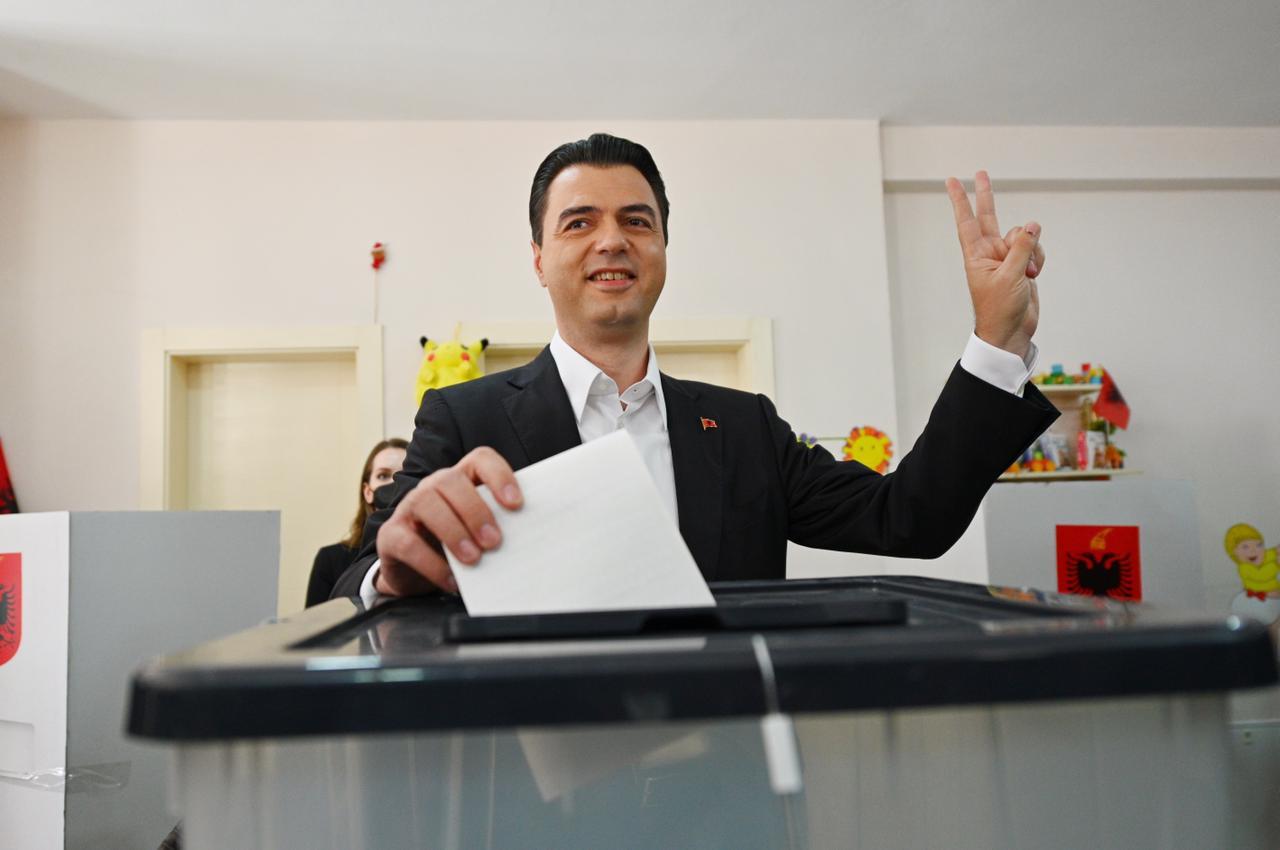 Zgjedhjet 2021, voton Lulzim Basha: Dilni e votoni masivisht - Tv Klan