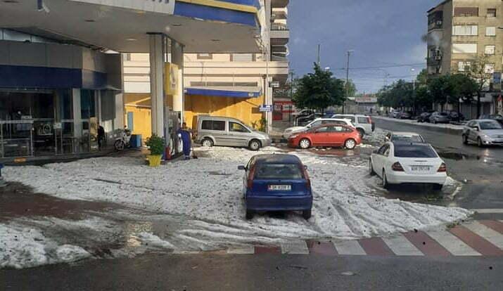 Mot i pazakontë në Shkodër, rrugët e qytetit zbardhen nga breshëri - Tv Klan