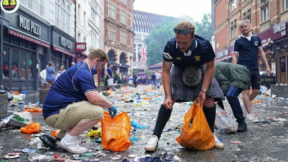 Tifozët e Skocisë pastrojnë Londrën pas festimeve për pikën e fituar ndaj Anglisë